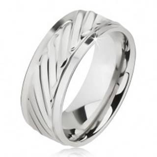 Lesklý prsteň z ocele - obrúčka so šikmými ryhami, znížené okraje - Veľkosť: 57 mm