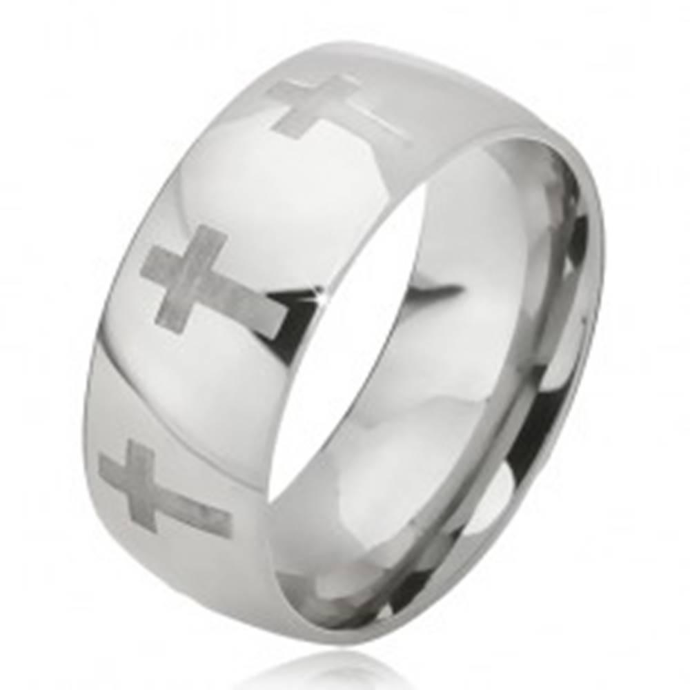 Šperky eshop Prsteň z ocele - lesklá obrúčka striebornej farby, matný latinský kríž - Veľkosť: 52 mm