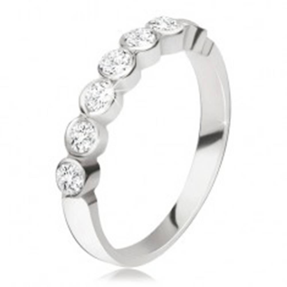 Šperky eshop Strieborný prsteň 925 - pás okrúhlych čírych zirkónov v lesklých objímkach - Veľkosť: 47 mm