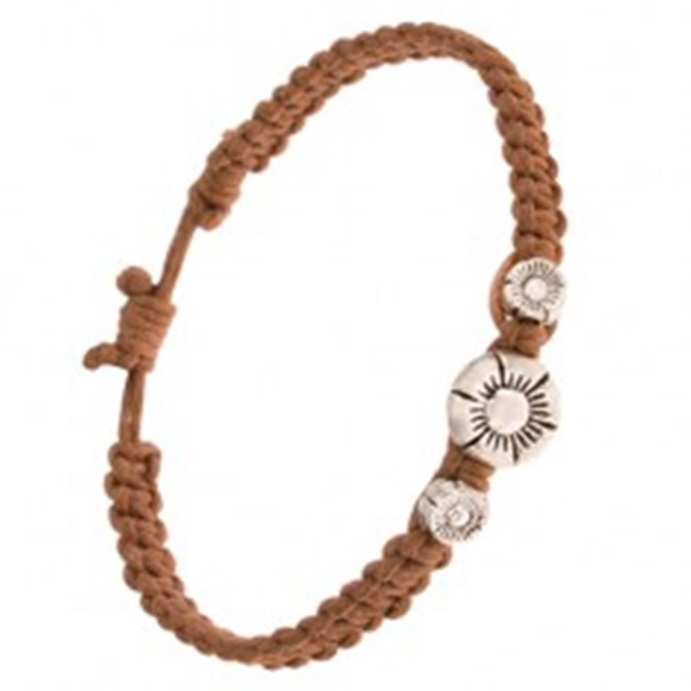 Šperky eshop Náramok zo zapletaných orieškových šnúrok, tri patinované kvety