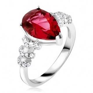 Prsteň zo striebra 925 - červený slzičkový kameň, číre zirkónové šípky - Veľkosť: 50 mm