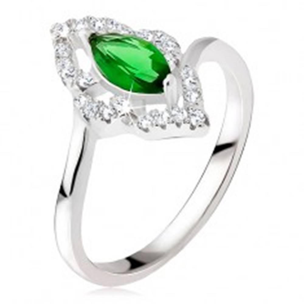 Šperky eshop Strieborný prsteň 925 - elipsovitý kamienok zelenej farby, zirkónová kontúra - Veľkosť: 48 mm