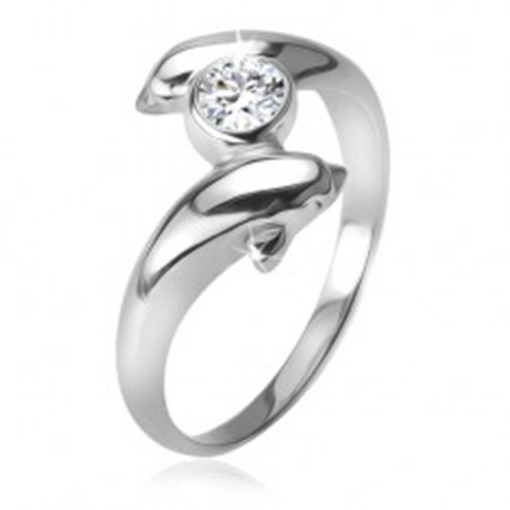 Šperky eshop Prsteň s čírym zirkónom medzi dvomi delfínmi, striebro 925 - Veľkosť: 48 mm