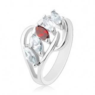 Prsteň s rozdelenými ramenami, lesklé oblúčiky, pás zrniek čírej a červenej farby - Veľkosť: 54 mm