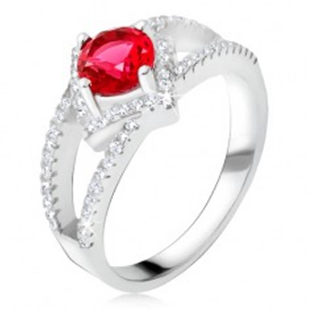 Šperky eshop Prsteň s rozdvojenými ramenami, červený kameň, štvorec, striebro 925 - Veľkosť: 48 mm