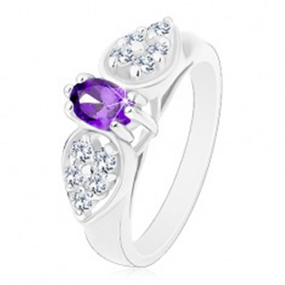 Šperky eshop Prsteň s rozšírenými ramenami, číra zirkónová mašlička s fialovým oválom - Veľkosť: 52 mm