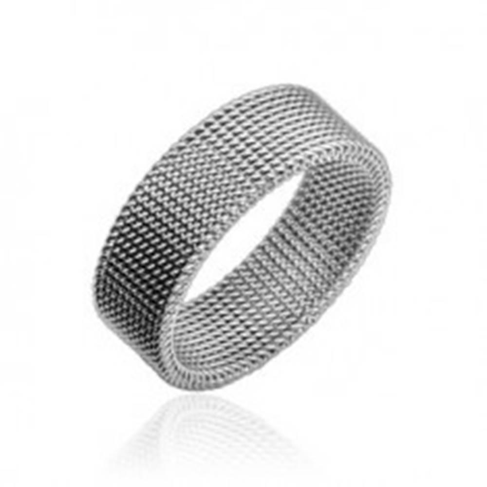 Šperky eshop Oceľový prsteň striebornej farby s vypletaným sieťovaným vzorom, 8 mm - Veľkosť: 47 mm