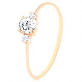 Zlatý prsteň 585 - číry okrúhly zirkón, malé zirkóniky po stranách - Veľkosť: 49 mm