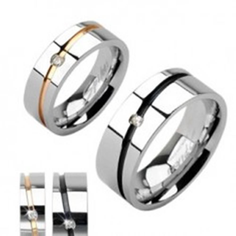 Šperky eshop Oceľové obrúčky, pás zlatej a striebornej farby, čierny pruh so zirkónom - Veľkosť: 49 mm