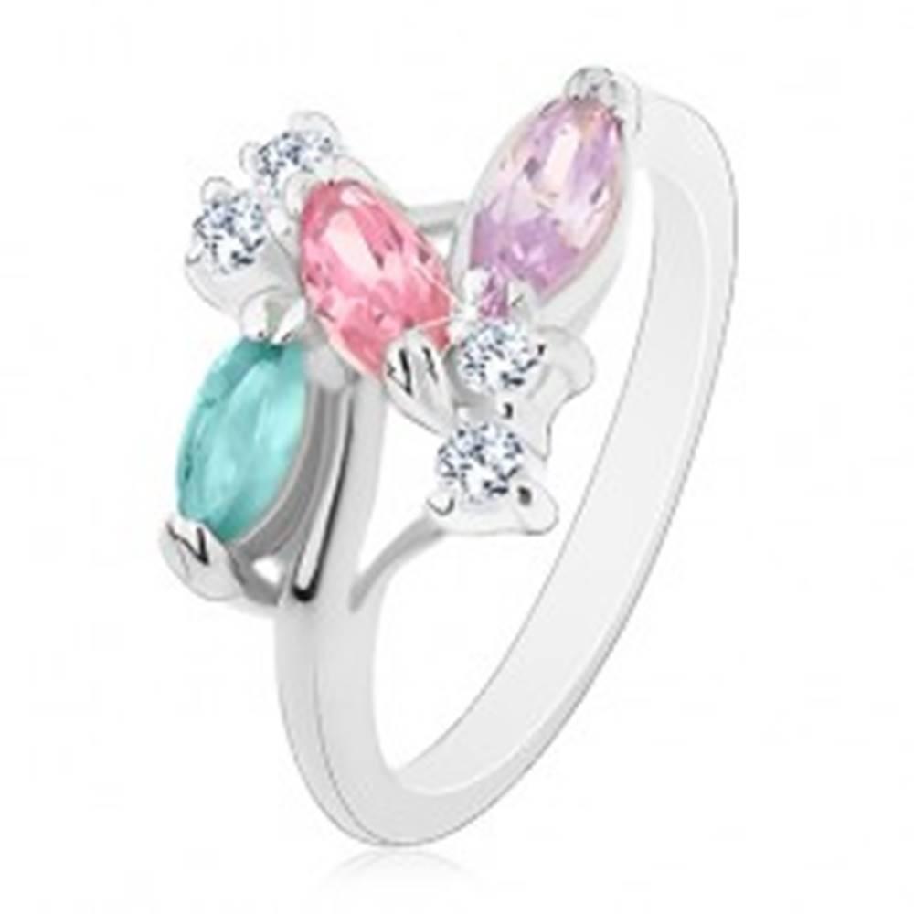 Šperky eshop Prsteň striebornej farby, farebné zrniečkové zirkóny a číre zirkóniky - Veľkosť: 49 mm