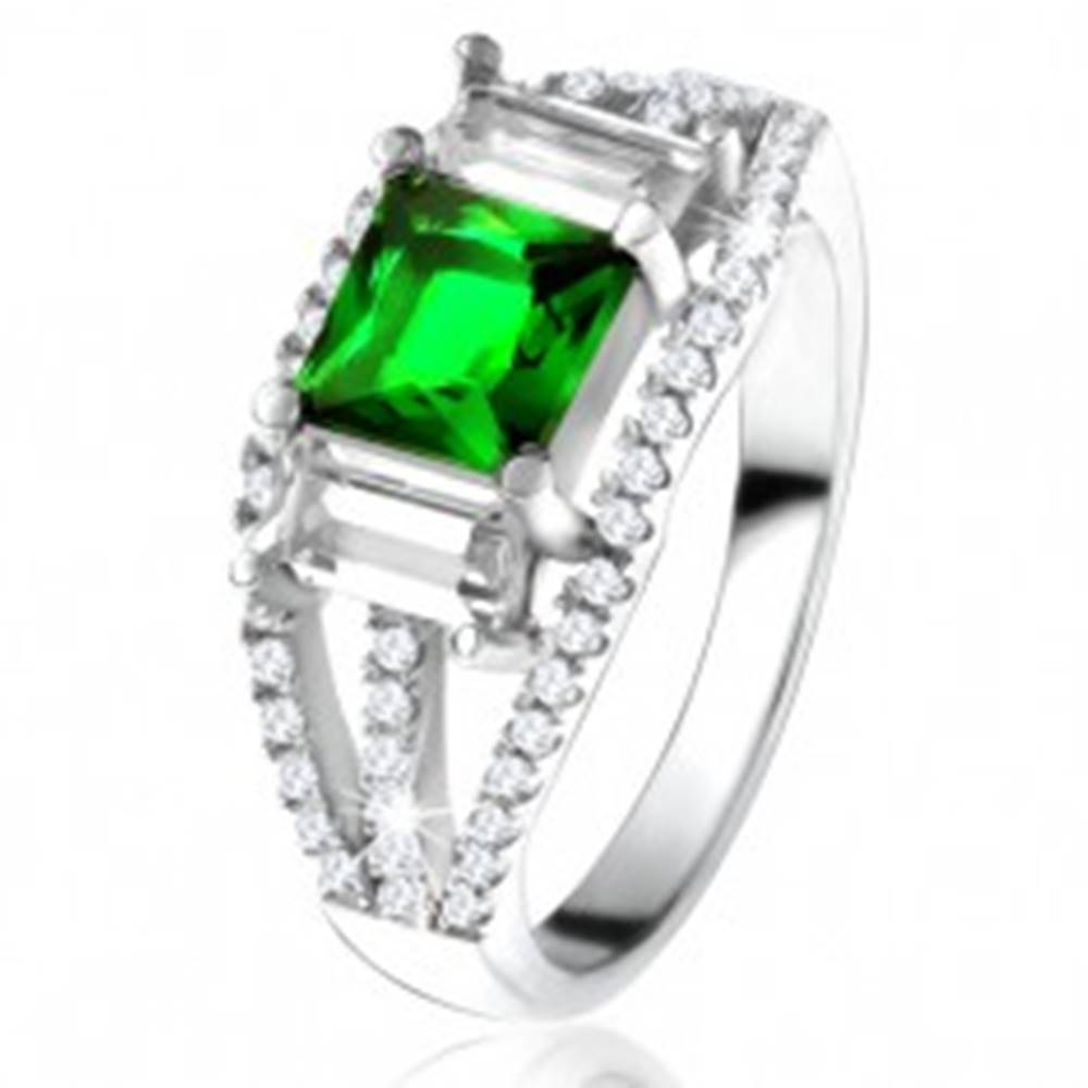 Šperky eshop Prsteň zo striebra 925, štvorcový zelený zirkón, číre obdĺžnikové kamienky - Veľkosť: 49 mm