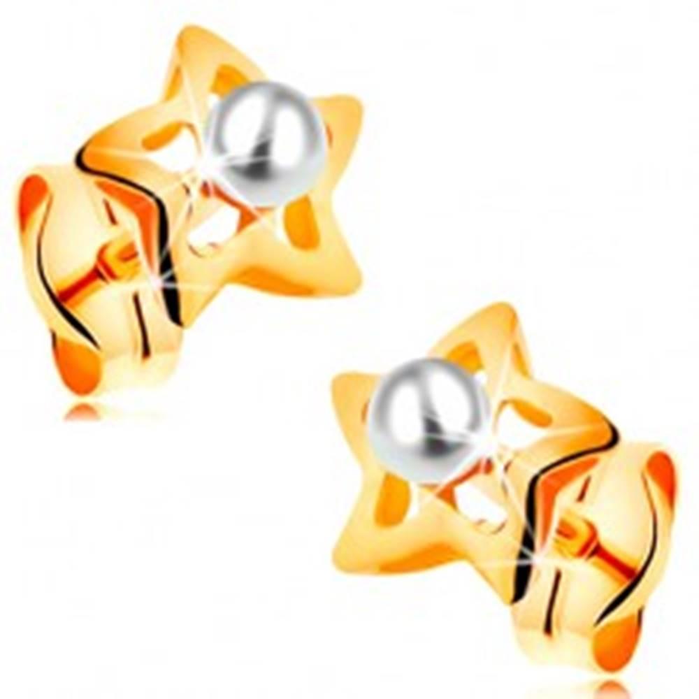 Šperky eshop Zlaté 14K náušnice - ligotavé hviezdičky s bielou perličkou v strede