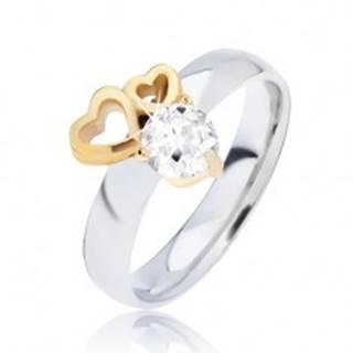 Lesklý oceľový prsteň so obrysmi sŕdc zlatej farby a čírym zirkónom - Veľkosť: 49 mm