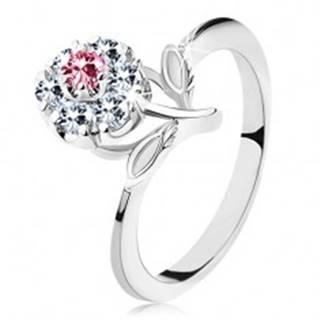 Lesklý prsteň s ružovo-čírym zirkónovým kvietkom, stonka s lístkami - Veľkosť: 53 mm