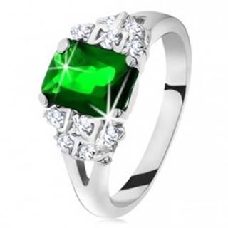 Ligotavý prsteň v striebornej farbe, smaragdovo zelený zirkón, rozdelené ramená - Veľkosť: 49 mm