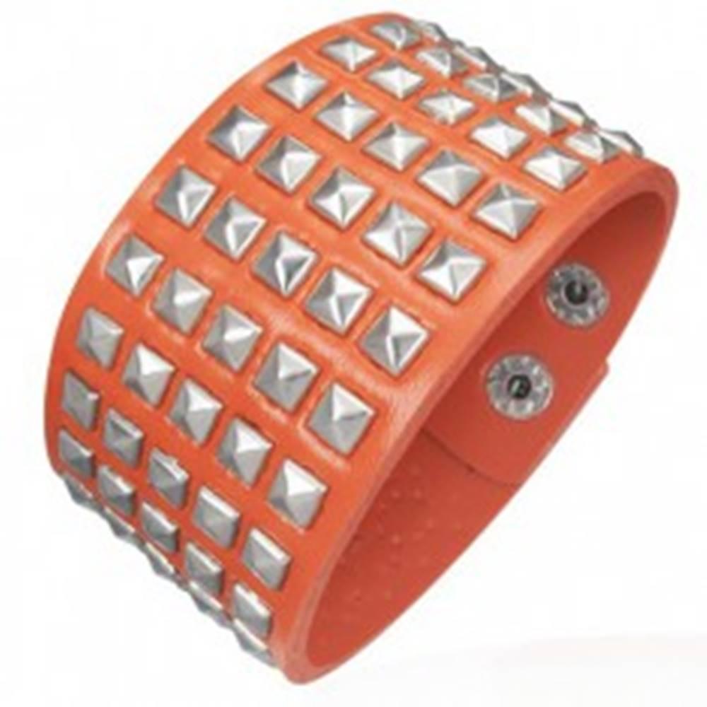 Šperky eshop Koženkový náramok - vystupujúce pyramídky, oranžový