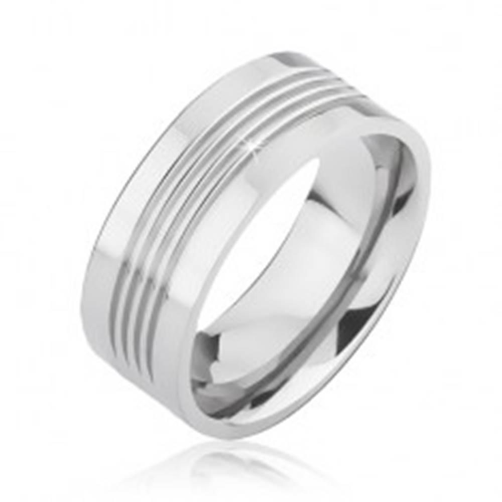 Šperky eshop Lesklá titánová obrúčka so štyrmi vodorovnými zárezmi - Veľkosť: 57 mm
