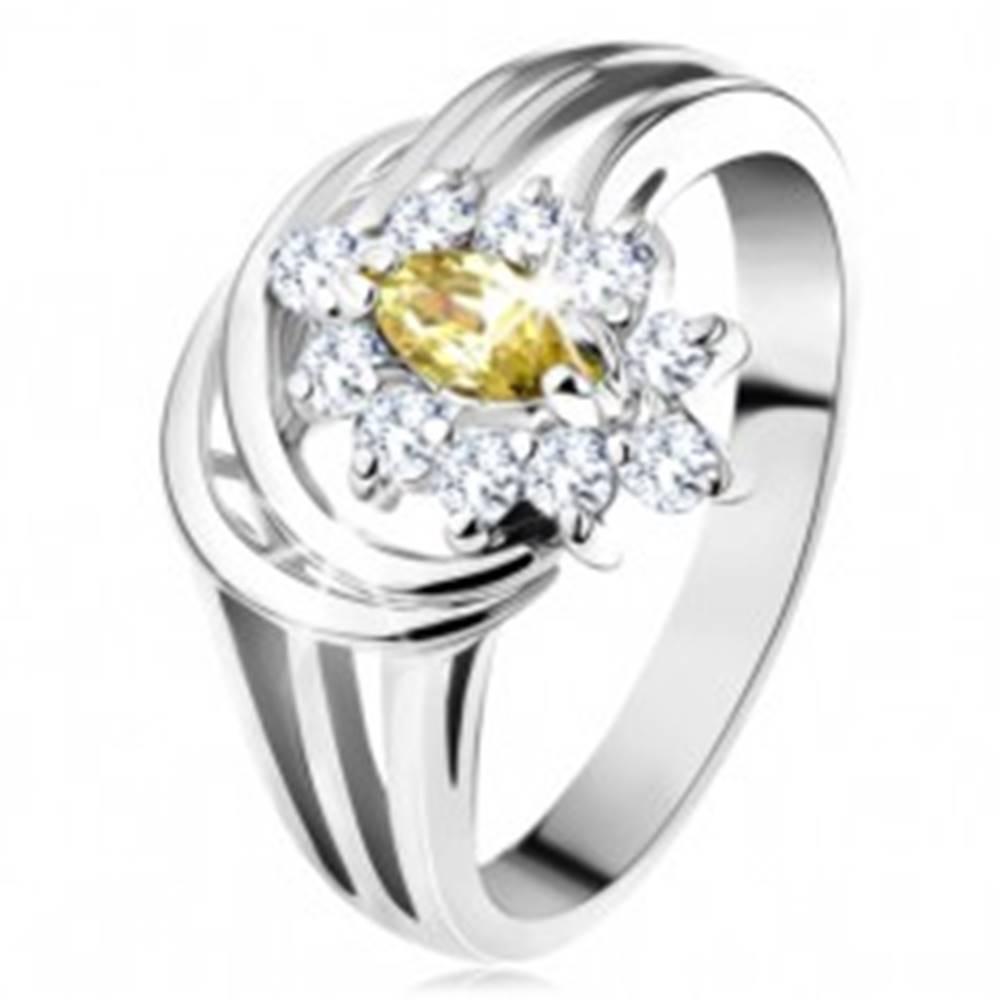 Šperky eshop Prsteň s rozvetvenými ramenami, svetlozelené brúsené zrnko s čírym lemom - Veľkosť: 49 mm