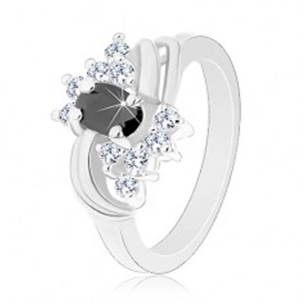 Šperky eshop Prsteň v striebornom odtieni s hladkými lesklými oblúkmi, čierno-číre zirkóny - Veľkosť: 49 mm