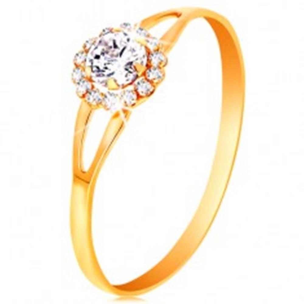 Šperky eshop Prsteň v žltom 14K zlate - žiarivý kvietok z čírych zirkónov, výrezy na ramenách - Veľkosť: 49 mm