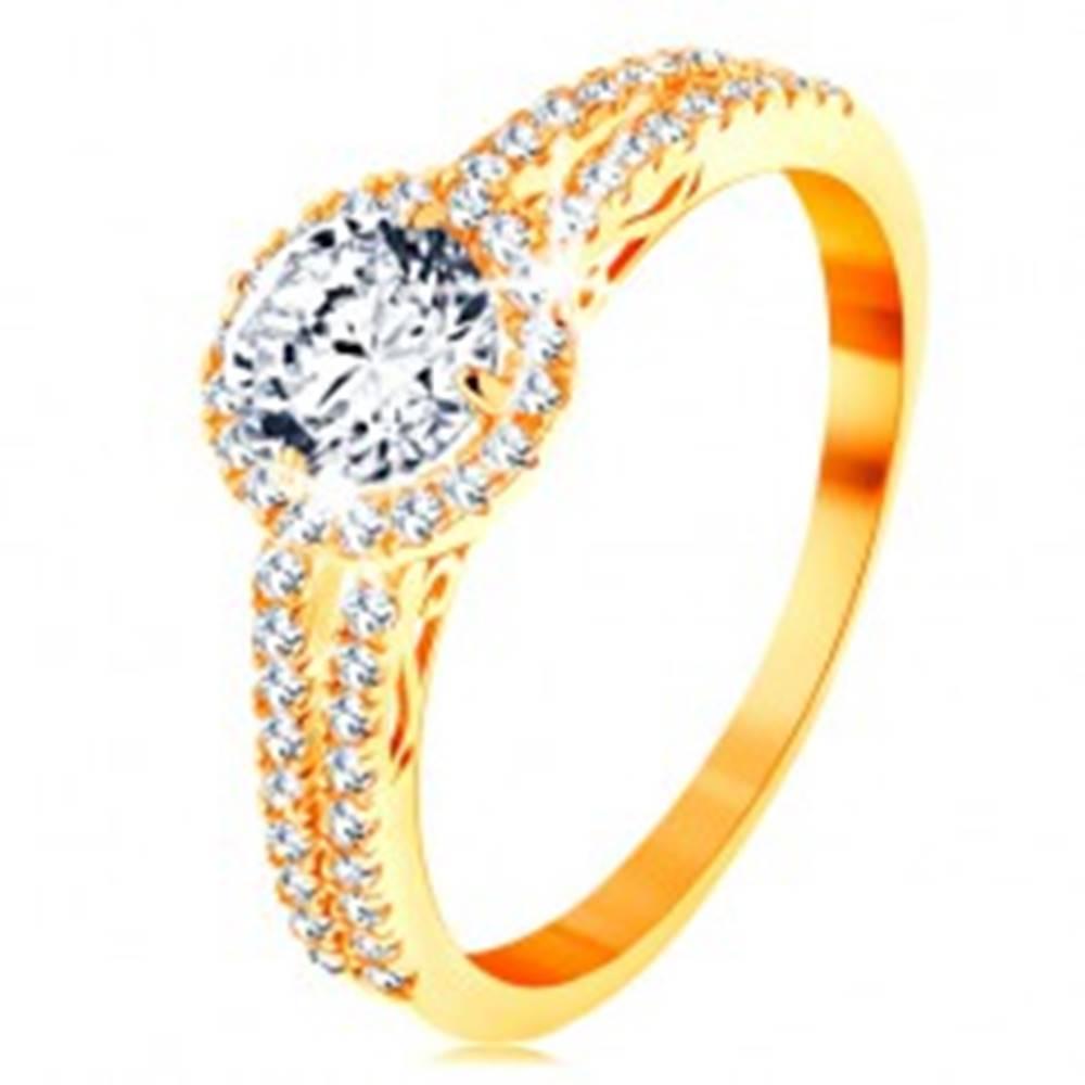 Šperky eshop Prsteň zo žltého 14K zlata - číry zirkón s ligotavým lemom, zdobené ramená - Veľkosť: 49 mm