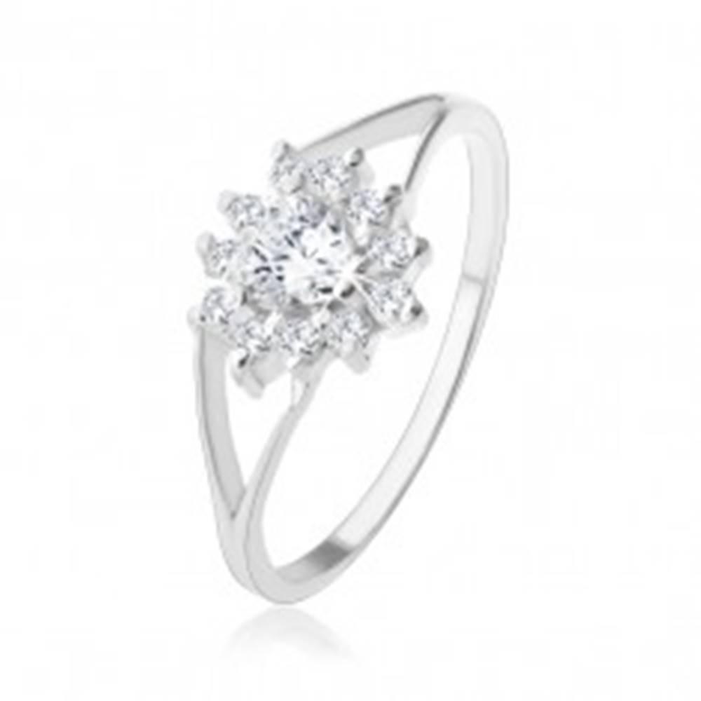 Šperky eshop Strieborný 925 prsteň, číre zirkónové srdiečko, trblietavý obrys - Veľkosť: 49 mm