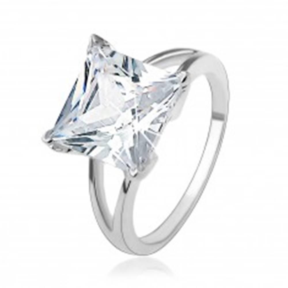 Šperky eshop Zásnubný strieborný 925 prsteň s masívnym štvorcovým zirkónom - Veľkosť: 49 mm