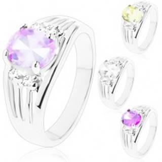 Ligotavý prsteň s rozvetvenými ramenami, oválny stred, dvojice čírych zirkónov - Veľkosť: 49 mm, Farba: Svetlofialová