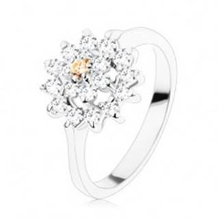 Prsteň - strieborný odtieň, kvet v čírej a svetlohnedej farbe, zirkónový lem - Veľkosť: 49 mm