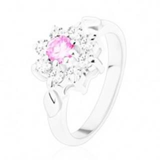 Prsteň v striebornom odtieni, ružovo-číry zirkónový kvet, lístočky - Veľkosť: 49 mm