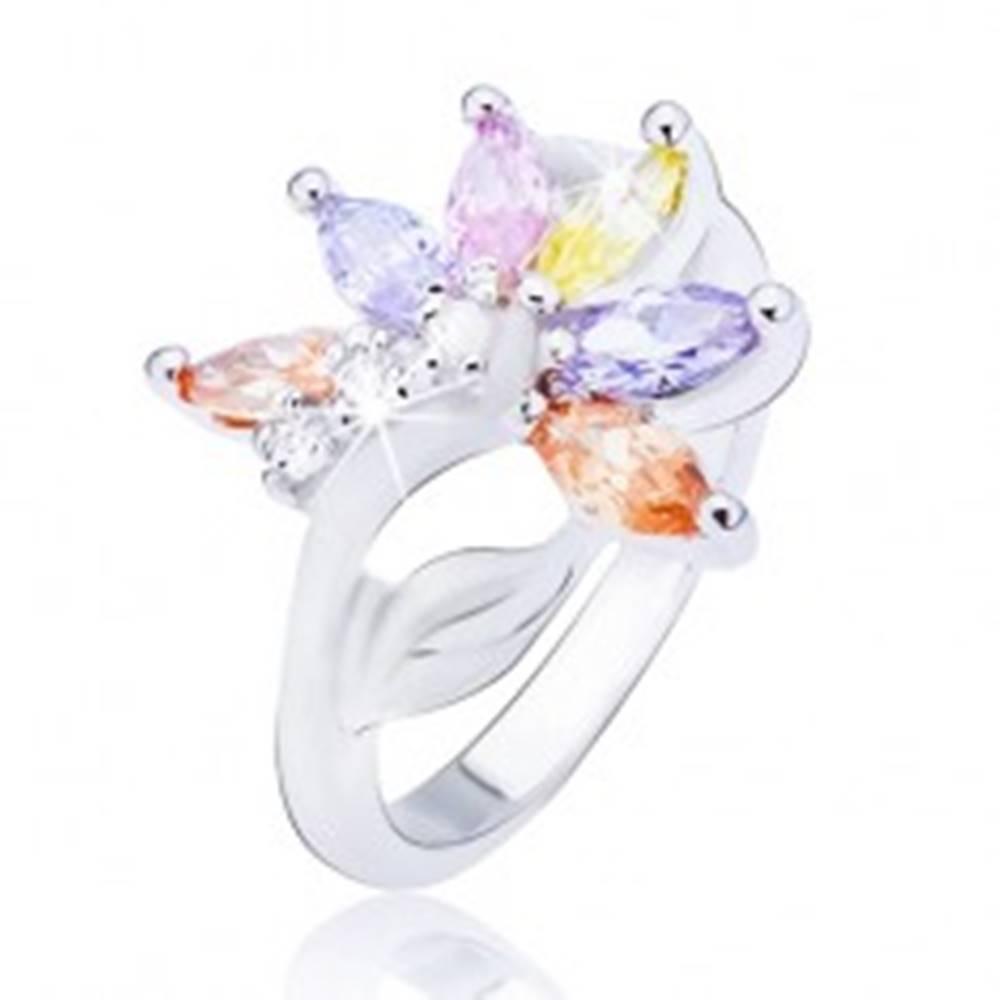 Šperky eshop Lesklý oceľový prsteň, striebornej farby, kvet s farebnými zirkónovými lupeňmi - Veľkosť: 48 mm