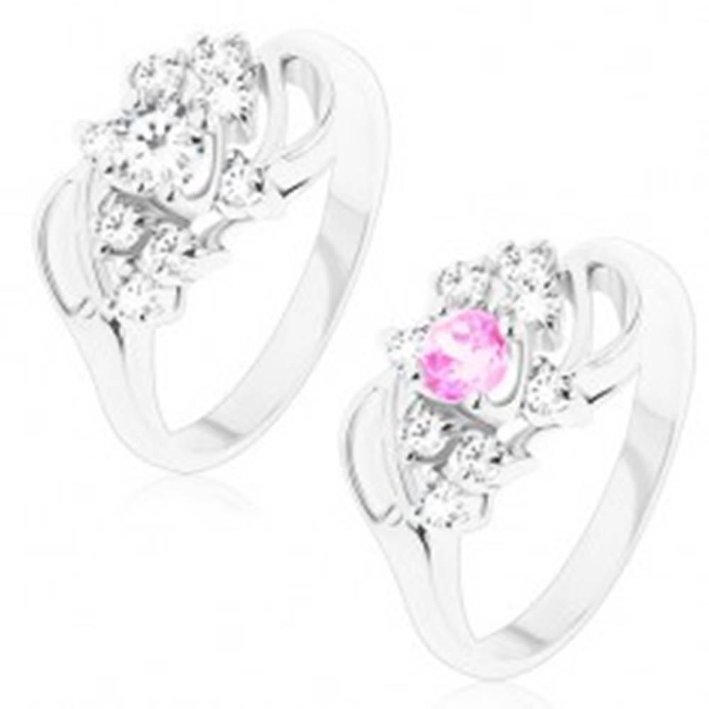 Šperky eshop Lesklý prsteň s ohnutými ramenami so zárezom, okrúhly stred, číre zirkóniky - Veľkosť: 49 mm, Farba: Číra