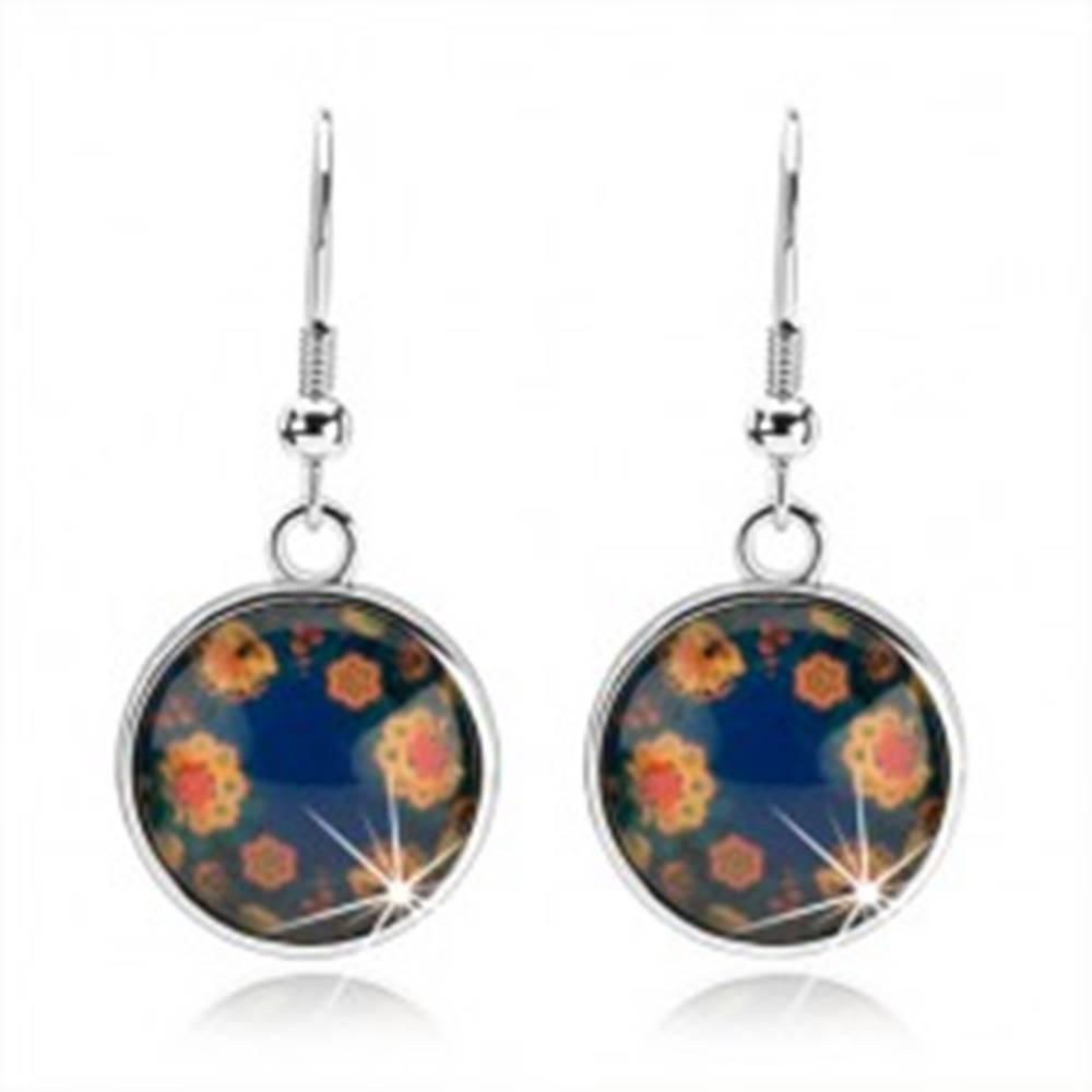 Šperky eshop Okrúhle visiace náušnice, vypuklé sklo, farebné kvietky na modrom podklade
