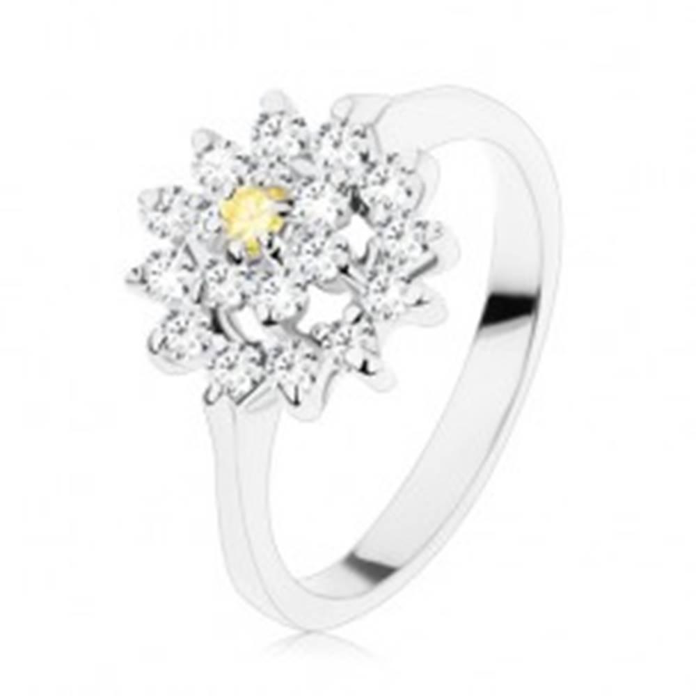 Šperky eshop Prsteň s lesklými ramenami, zirkónový kvet v žltej a čírej farbe, ligotavý kruh - Veľkosť: 49 mm