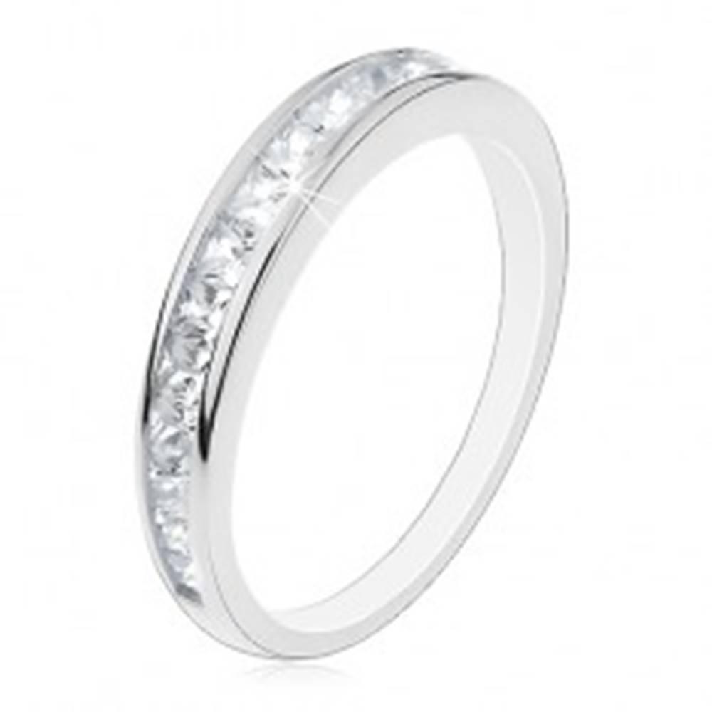 Šperky eshop Strieborná obrúčka 925, lesklé ramená, vodorovná línia čírych zirkónov - Veľkosť: 49 mm