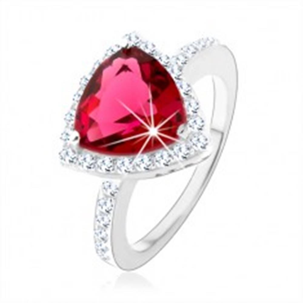 Šperky eshop Strieborný prsteň 925, trojuholník, ružový zirkón, ligotavý lem, výrezy - Veľkosť: 48 mm
