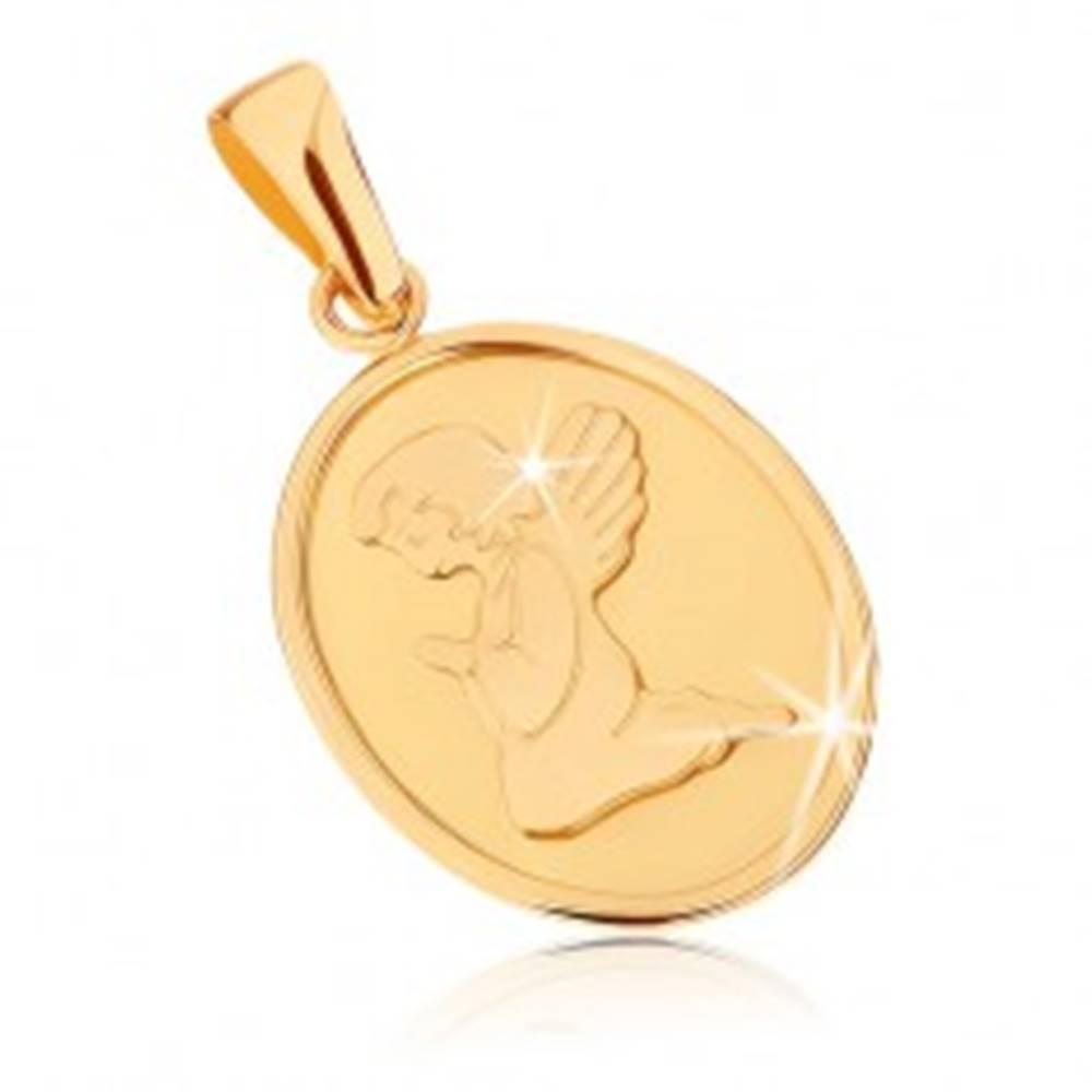 Šperky eshop Zlatý prívesok 375 - oválna plochá známka, anjelik pri modlitbe