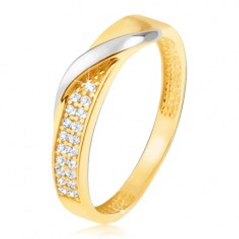 Šperky eshop Zlatý prsteň 585 - pás drobných čírych zirkónov, zvlnená línia v bielom zlate - Veľkosť: 48 mm