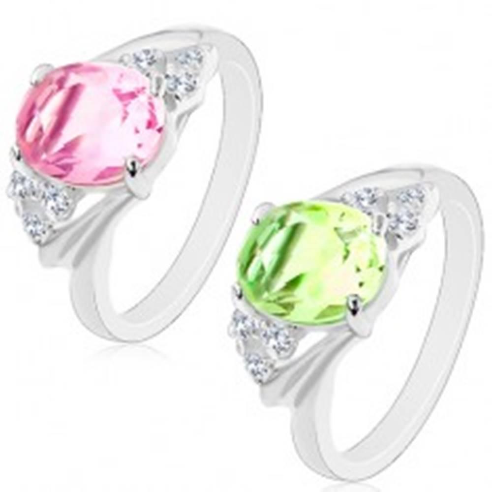 Šperky eshop Jagavý prsteň so strieborným odtieňom, brúsený oválny zirkón, číre zirkóniky - Veľkosť: 50 mm, Farba: Ružová