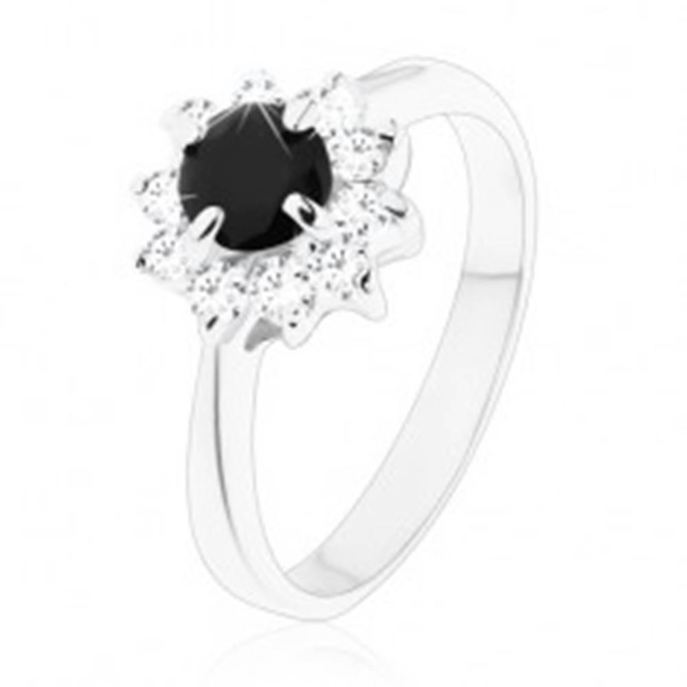 Šperky eshop Ligotavý prsteň s úzkymi ramenami, okrúhly čierny zirkón s čírym lemovaním - Veľkosť: 49 mm