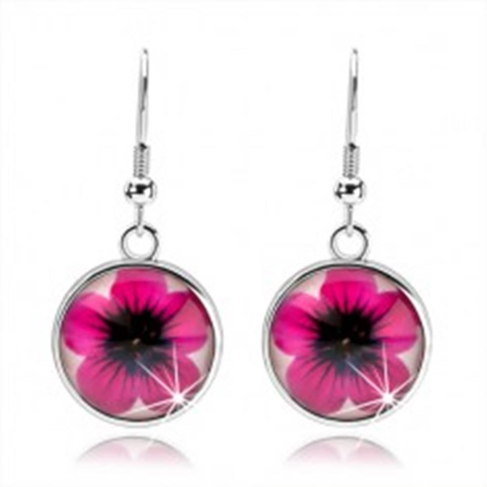 Šperky eshop Náušnice cabochon, vypuklé sklo, ružový kvietok na bielom podklade