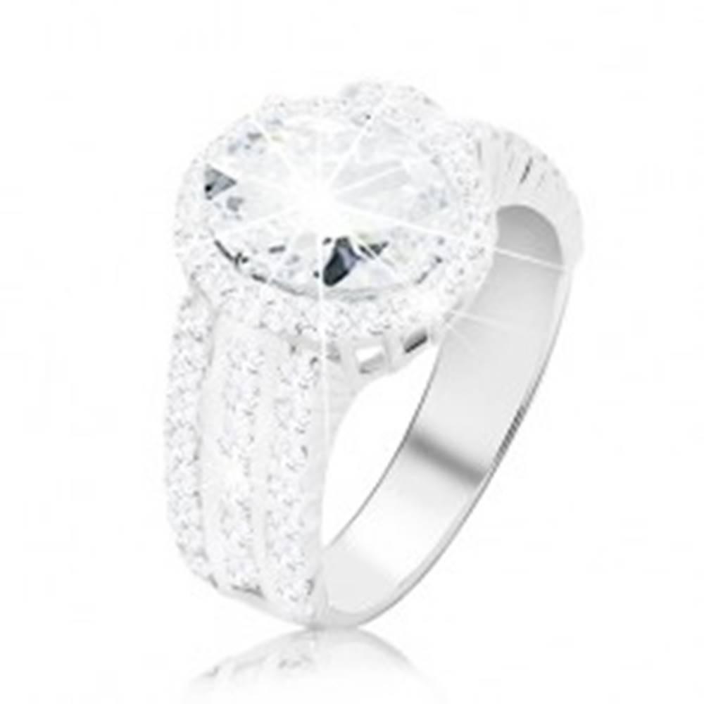 Šperky eshop Prsteň zo striebra 925 - zásnubný, širšie zirkónové ramená, veľký oválny zirkón - Veľkosť: 49 mm