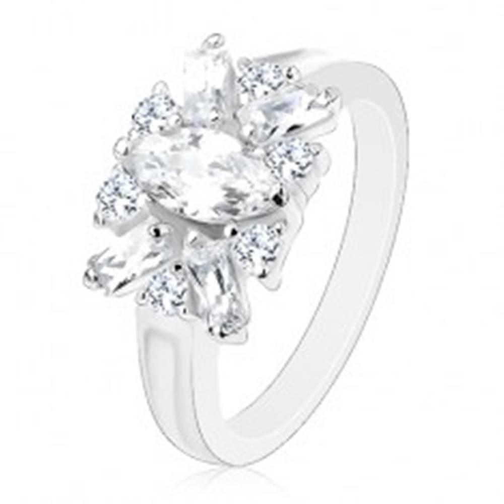 Šperky eshop Trblietavý prsteň - ramená s vrúbkom, číre zrno, okrúhle a podlhovasté zirkóny - Veľkosť: 51 mm
