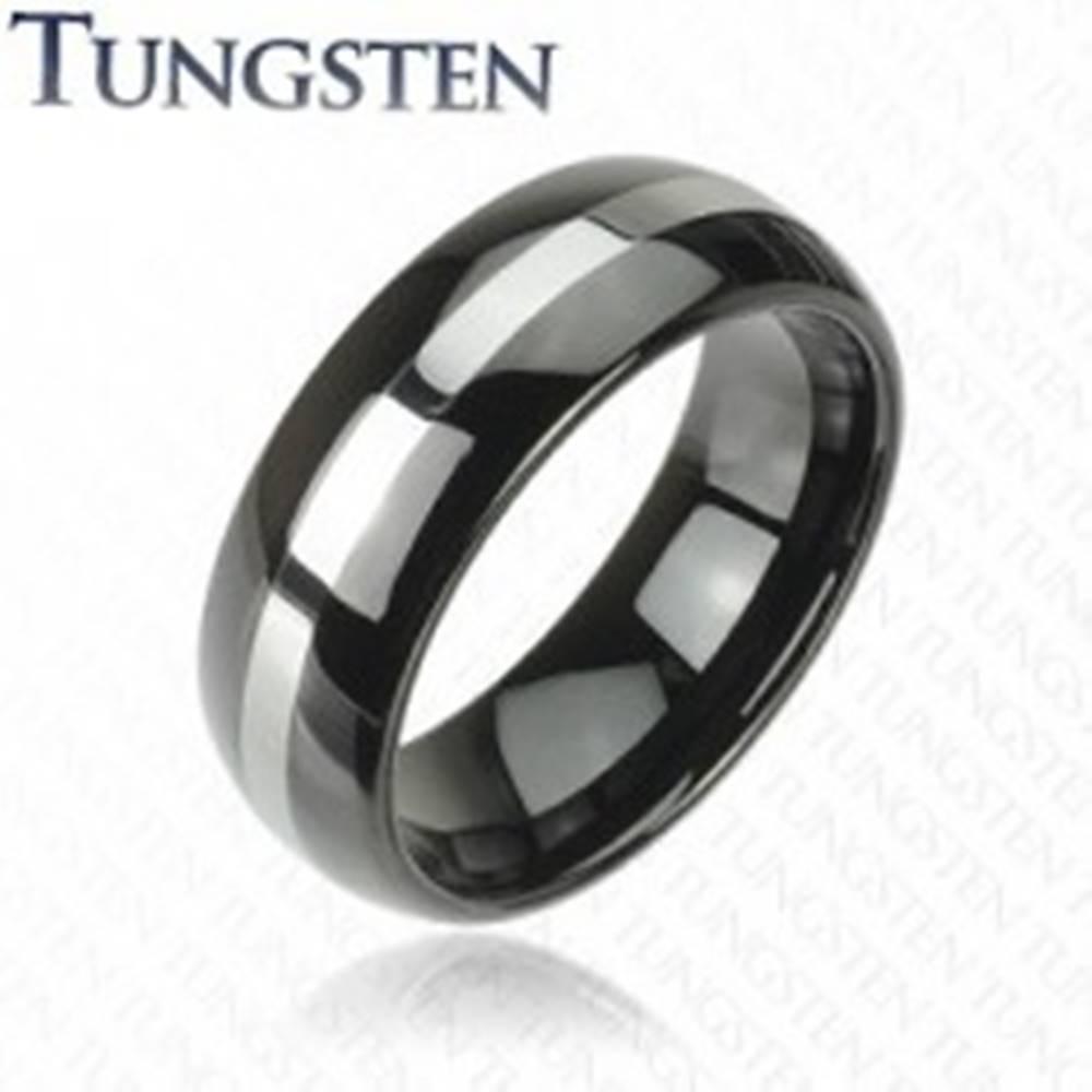 Šperky eshop Čierna wolfrámová obrúčka s pruhom striebornej farby, 6 mm - Veľkosť: 49 mm