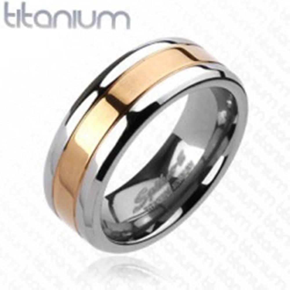 Šperky eshop Titánová obrúčka s pásom ružovozlatej farby, 8 mm - Veľkosť: 59 mm