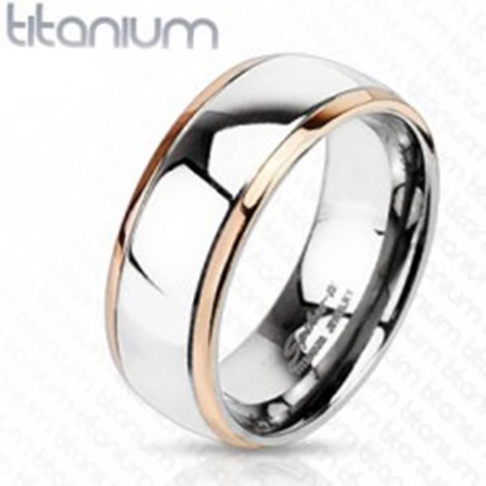Šperky eshop Titánový prsteň s okrajmi medenej farby a stredom striebornej farby - Veľkosť: 49 mm