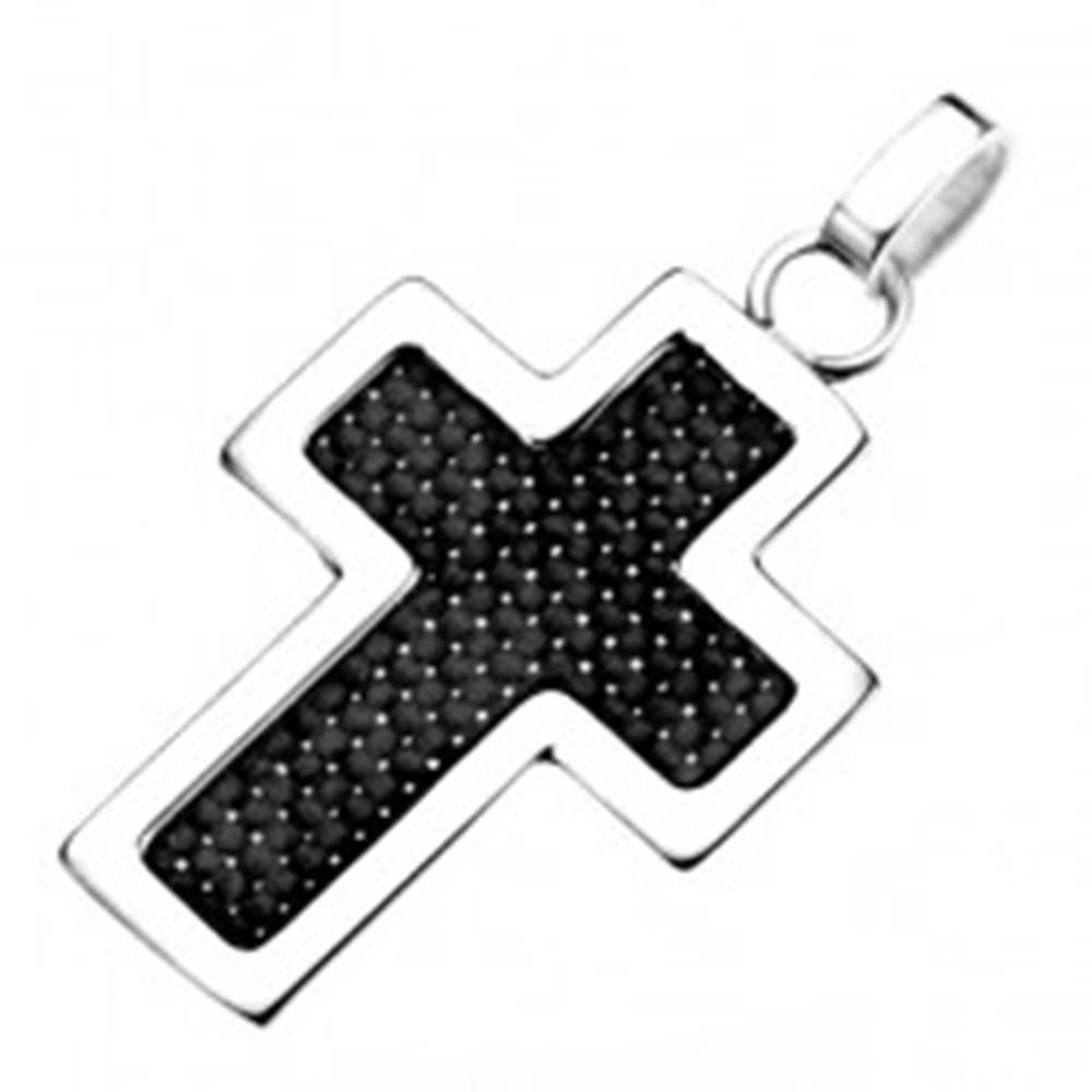 Šperky eshop Oceľový prívesok - obrys kríža striebornej farby s čiernou štruktúrou