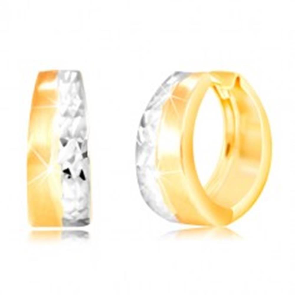 Šperky eshop Okrúhle náušnice zo 14K zlata - matný pás žltej farby, brúsená línia z bieleho zlata