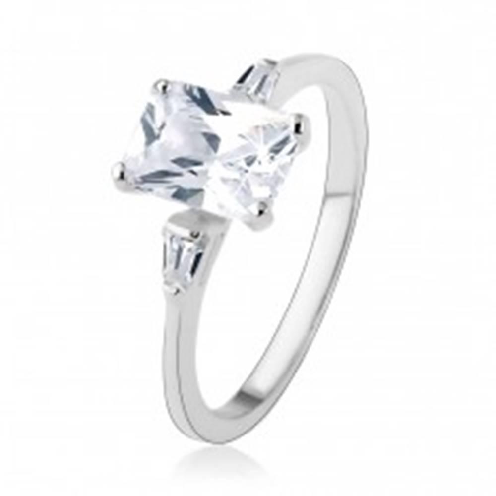 Šperky eshop Zásnubný prsteň, striebro 925, veľký zirkónový obdĺžnik, malé lichobežníky - Veľkosť: 48 mm