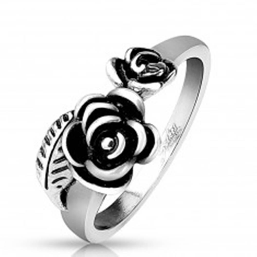 Šperky eshop Prsteň z ocele 316L striebornej farby, dve patinované ružičky - Veľkosť: 51 mm